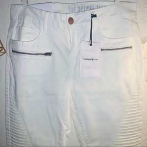 NWT White denim moto skinny jeans on size 8